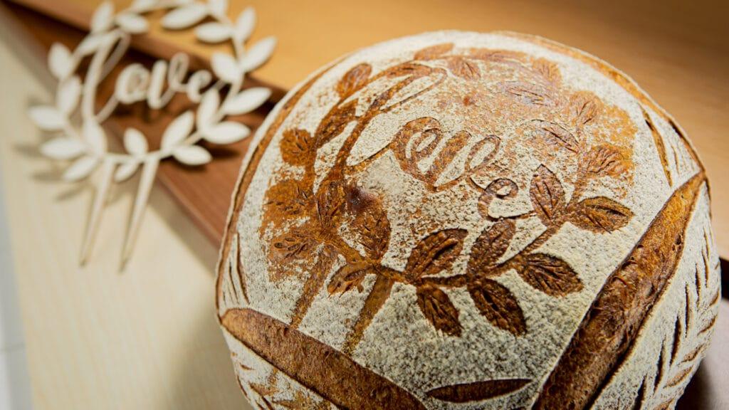 Bread Scoring - Liebe